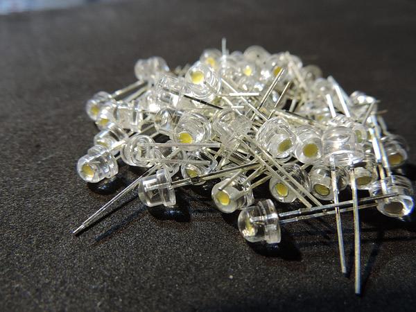 Dioda led 4.8mm straw hat biała ciepła 2800-3200K 2500mcd