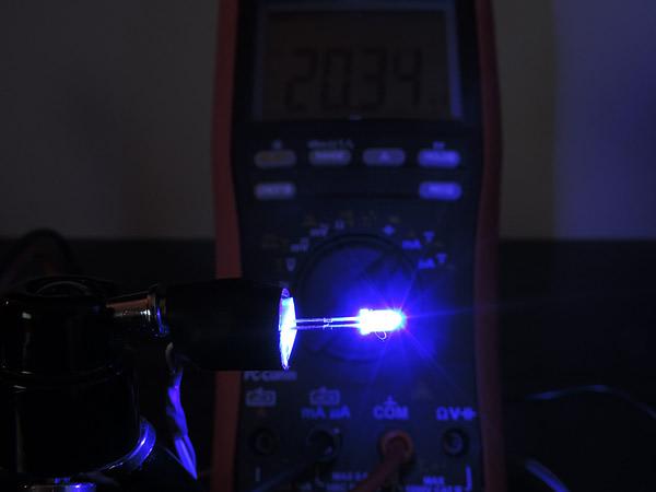 Dioda led 3mm niebieska przeźroczysta - pomiary
