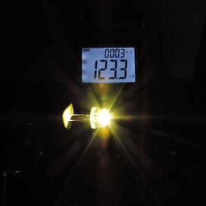Dioda led 8mm straw hat 0.5W 28lm biała ciepła 3500K 4.4V 150st - pomiar